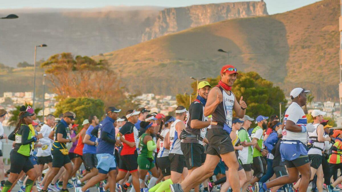 Table Mountain as backdrop to the Cape Town Marathon