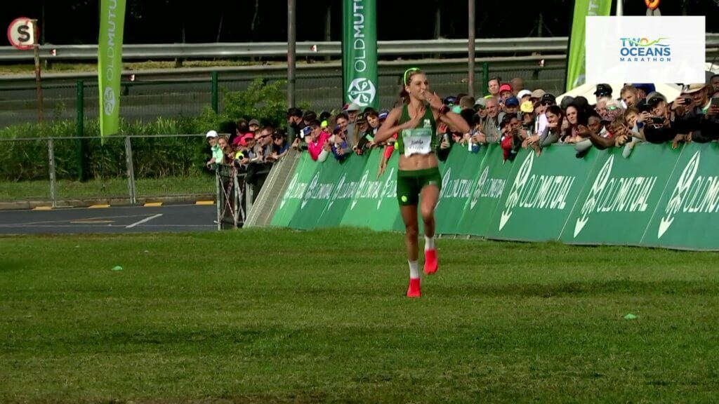 Gerda Steyn winning the 2019 Two Oceans Marathon